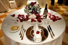 proposta di mise en place per matrimoni durante una serata di San Valentino - romantic