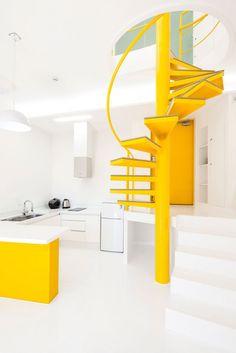 Asymmetric Vivid Yellow Pavillon par le studio d'architecture coréen Koossino