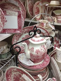 Vintage Dishes, Vintage China, Red And Pink, Red And White, Red Dinnerware, Blue China, China China, Red Cottage, Antique Plates