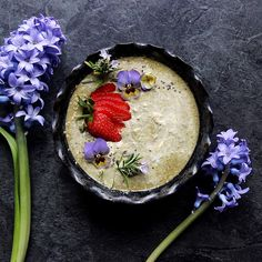 Rebel Recipes:  delicious new breakfast - matcha latte overnight oats: 1/2 cup organic gluten free oats - 1 cup almond milk - 1/2 - 1 tsp matcha green tea @matcha_maiden - 1 tsp vanilla powder - 1/2 tsp cinnamon - 1 tsp maple syrup Pop everything in a jar and mix up. Cover and refrigerate overnight.
