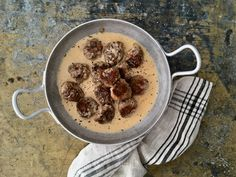 Lihapullat kermakastikkeessa ja kukkakaalimuusi Recipes For Beginners, Diet Recipes, Keto, Breakfast, Ethnic Recipes, Food, Morning Coffee, Essen, Meals