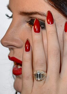 Lana Del Rey her nails Red Nails, Hair And Nails, Polish Nails, Almond Nails Red, Winter Nails, Summer Nails, Nail Art Instagram, Long Stiletto Nails, Thin Nails