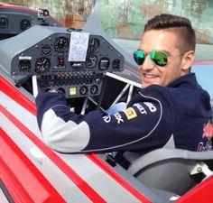 Θρήνος στην κηδεία του 32χρονου πιλότου του Τσέσνα [φωτο]
