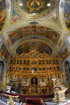 Manastirea Cernica.  Icoanele împărăteşti ale bisericii sunt atribuite lui Nicolae Polcovnicu anul 1836.