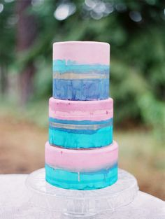 Abstract watercolor cake with a touch of gold! Photography: Marina Koslow Photography - marinakoslowphotography.com  Read More: http://www.stylemepretty.com/2014/08/14/colorful-wedding-cake-inspiration/