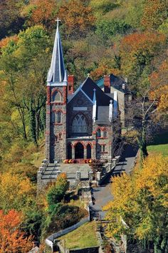 Peters Catholic Church in Harpers Ferry, West Virginia Old Country Churches, Old Churches, Catholic Churches, Country Roads, Roman Catholic, Church Architecture, Cathedral Church, Church Building, Chapelle