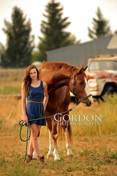 Senoir portraits with horses | senior portrait with horse idaho