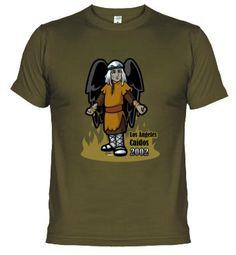Un diseño de Iván del Río. Son las Cadizetas: camisetas inspiradas en el Carnaval de Cádiz. Muy originales! Esta es de la comparsa Los Ángeles Caídos