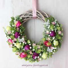 Taaakie wianki! Diy Crafts For Gifts, Crafts To Make And Sell, How To Make Wreaths, Diy Bed Frame, Wreath Crafts, Porch Decorating, Grapevine Wreath, Grape Vines, Floral Arrangements