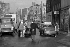 All horses had nose bags and all Taxis had Old Pictures, Old Photos, Photo Engraving, Dublin City, Dublin Ireland, Best Memories, Old School, The Past, Street View