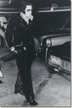 Elvis Presley : January 15, 1971 : Arriving Memphis Airport : 11.30pm
