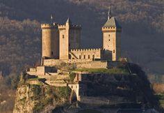 Le château de Foix est un ancien château fort, du XIIᵉ siècle, dont l'origine semble remonter au Xᵉ siècle, remanié à plusieurs reprises et très restauré au XIXᵉ siècle, qui se dresse sur la commune de Foix dans le département de l'Ariège en France.