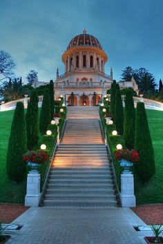 The Shrine of The Báb, Haifa, Israel. Many religions are openly practiced in Israel. Beautiful World, Beautiful Places, You're Beautiful, Places To Travel, Places To See, Travel Around The World, Around The Worlds, Heiliges Land, Terra Santa