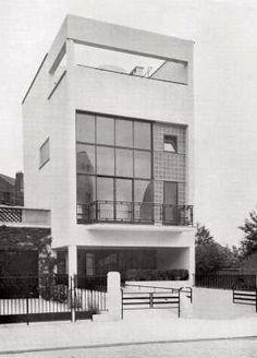 Paul-Amaury Michel, La maison de verre à Uccle, directement inspirée de deux réalisations parisiennes : une maison de Le Corbusier et la maison de verre de Pierre Chareau, 1935. © Archives d'Architecture Moderne, Bruxelles