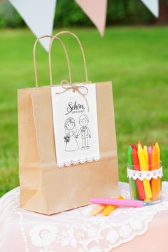 Even children want to be entertained at weddings and wish employment. These sweet wedding gift bags Kids Wedding Favors, Kids Table Wedding, Wedding Gift Bags, Wedding With Kids, Diy Wedding Decorations, Wedding Activities, Kid Table, Wedding Invitations, Entertaining