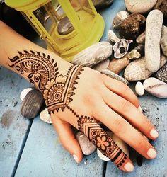 So good mehndi design for stylish girls