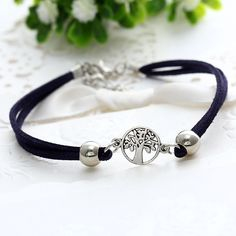 Bohemian Alloy Anklets A Set of Leather Hollow Tree Multilayer Anklets Ethnic jewelry for Women Jewelry Ideas, Diy Jewelry, Women Jewelry, Leather Earrings, Leather Jewelry, Japanese Ornaments, Anklets Online, Handmade Beaded Jewelry, Custom Leather