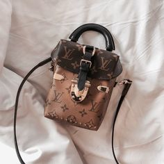 2019 New Louis Vuitton Handbags Collection for Women Fashion Bags Must have it Cheap Purses, Cute Purses, Cheap Handbags, Purses And Handbags, Handbags Michael Kors, Popular Handbags, Cheap Bags, Louis Vuitton Handbags Crossbody, Louis Vuitton Bags