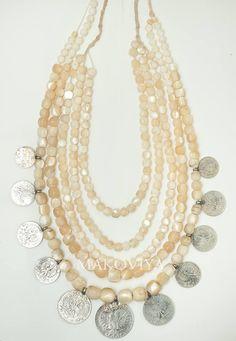 Намисто з бадламутів від Маковії (це її шлюбне намисто) badlamutiv beads by Maccabeus (her marriage necklaces)