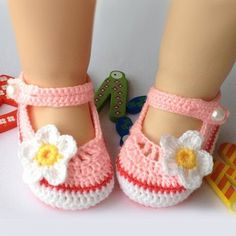 New Lovely Hand Made Flower Crochet Pattern Baby Shoes 2 colors available