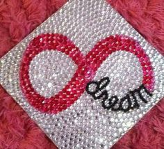 It has become a tradition at many colleges and even some high schools to decorate your graduation cap! Check out these 20 crazy awesome graduation cap ideas! From total bling to cute quotes get some inspiration here! 8th Grade Graduation, Graduation Cap Designs, Graduation Cap Decoration, College Graduation, Graduation Gifts, Graduation 2015, Grad Hat, Cap Decorations, Graduation Celebration