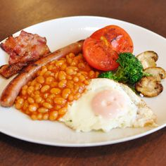 The 8 Best Full English Breakfasts in London - The 8 best places in London to have an English breakfast. English Breakfast London, European Breakfast, English Breakfast Traditional, Breakfast Desayunos, Breakfast Recipes, English Breakfast Ideas, Breakfast Crockpot, Breakfast Potatoes, Breakfast Items