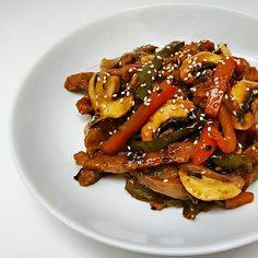 Teriyaki de seitán | la gloria vegana Veggie Recipes, Asian Recipes, Vegetarian Recipes, Healthy Recipes, Ethnic Recipes, Healthy Food, Vegan Food, Vegetarian Comfort Food, Diy Food