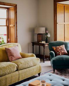 AT HOME WITH ISABELLA CAWDOR - STORIES | Zara Home España Home Living Room, Living Room Designs, Living Room Decor, Living Spaces, Zara Home Canada, Turbulence Deco, Home Decor Accessories, My Dream Home, Room Inspiration