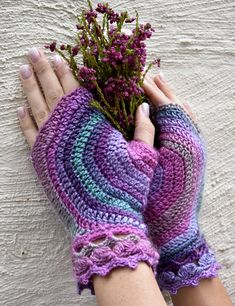 Spiral fingerless gloves in Vrouekeur 18 May 2018 Hand Warmers, Fingerless Gloves, Spiral, Knit Crochet, Crochet Patterns, Knitting, Magazines, Decorating Ideas, Gloves