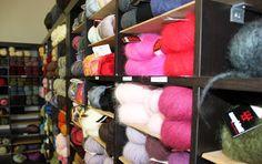 Notre boutique de tissus, laines et mercerie à Paris : L'atelier de la Création - 13bis rue des plantes - Paris 14 - ouverte du Mardi au Samedi de 10h à 19h tel : 01.57.05.79.25