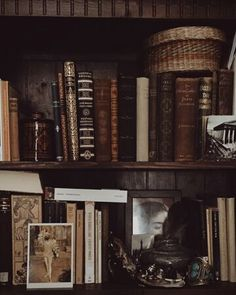 Dark Academia is an aesthetic that revolves around classic literature. Common themes within this aes. Different Aesthetics, Slytherin Aesthetic, Brown Aesthetic, Aesthetic Writing, Gothic Aesthetic, Aesthetic Vintage, Aesthetic Bedroom, Aesthetic Outfit, Aesthetic Fashion