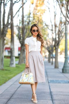 tea-length skirt is work-appropriate but nice and breezy.A tea-length skirt is work-appropriate but nice and breezy. Modest Outfits, Modest Fashion, Fashion Dresses, Modest Skirts, Midi Skirts, Lace Skirt Outfits, 50s Dresses, Party Dresses, Casual Outfits