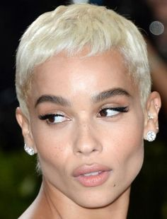 zoe kravitz at the met gala zoe kravitz met gala met gala 2017 red carpet makeup celeb celebrity celebritycloseup brown black queens girl with blonde hair Zoe Kravitz, Zoe Isabella Kravitz, Lisa Bonet, Hair Inspo, Hair Inspiration, Natural Hair Styles, Short Hair Styles, Pixie Styles, Red Carpet Makeup