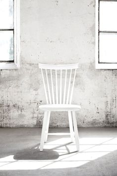 Object / Chair / design white chair / scandinave style