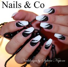 Egal ob Schachbrett Zebrastreifen geometrische Muster Retro Ornamente oder an Black Nail Designs, Beautiful Nail Designs, Beautiful Nail Art, Nail Art Designs, Fingernail Designs, Geometric Patterns, Art Patterns, Easy Nail Art, Cool Nail Art