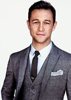 One of the many reasons why I love JGL is because he wears polka dots a lot. I love a good polka dot tie.