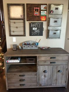 35 Smart Ways To Decorating Family Schedule And Command Center Ideas Command Center Kitchen, Family Command Center, Command Centers, Kitchen Message Center, Family Message Center, Art Design, Interior Design, Modern Interior, Family Schedule