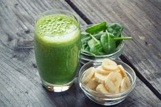 Immune Boost: Smoothie - Your Healthy Living With winter fast approaching, it's time to boost the immune system. Try this green smoothie full of key nutrients to help fight the yearly winter bugs, from nutritionist Sally Wisbey 10 Day Green Smoothie, Green Smoothie Cleanse, Green Smoothie Recipes, Dinner Smoothie, Smoothies Banane, Weight Loss Smoothie Recipes, Diet Recipes, Healthy Recipes, Peanuts