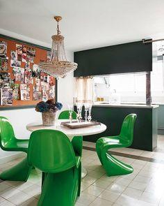 green panton chairs dining room nuevo estillo.  #colouroftheyear #pantone17-5641 #emeraldgreen