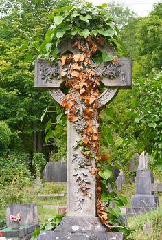 Headstones 4 Greater Bristol Foundation on behalf of the Arnos Vale Cemetery Trust