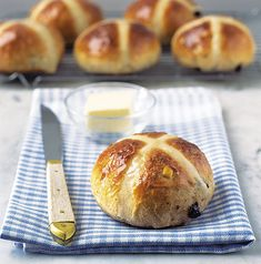 Hot cross buns are everyone's favourite Easter bake! You can't go wrong with our classic hot cross bun recipe, toasted and slathered in butter, but if. Cross Buns Recipe, Bun Recipe, Yummy Treats, Yummy Food, Fun Food, Sweet Treats, Hot Cross Buns, Delicious Magazine, Food Articles