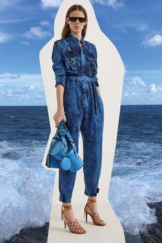 See the entire Stella McCartney resort 2020 collection here. Image credits: Courtesy of Stella McCartney Estilo Fashion, Denim Fashion, Ideias Fashion, Fashion Outfits, Womens Fashion, Fashion Top, Vogue Fashion, Vogue Paris, 2020 Fashion Trends
