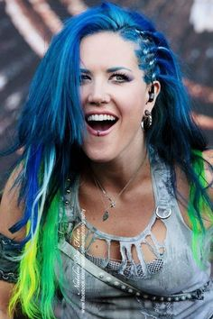 Alissa White-Gluz of Arch Enemy Chica Heavy Metal, Heavy Metal Girl, Heavy Metal Music, Death Metal, The Agonist, Music Rock, Ladies Of Metal, Rock Y Metal, Alissa White