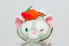 Gelatoni (Hong Kong Disneyland 2016 Tsum Tsum Fun Fair) at Tsum Tsum Central Disney Bear, Disney Plush, Disney Tsum Tsum, Disney Tips, Walt Disney, Disneyland 2016, Tsum Tsum Characters, Tsum Tsums, Fun Fair