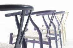 Con un proceso casi artesanal, esta silla representa horas de esfuerzo al constar de mas de 100 pasos para su creación entre ellos, es fácil apreciar la delicadeza y dedicación con la cual es tejido a mano con mas de 120 metros de hilo, el hermoso  asiento.
