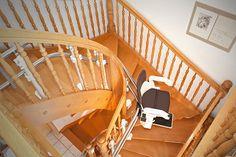 Pflegebedürftige Menschen können für die Anschaffung eines Treppenlifts Zuschüsse von der Krankenkasse erwarten: http://blog.hiro.de/2015/01/06/kostenuebernahme-und-foerderung-fuer-treppenlifte/
