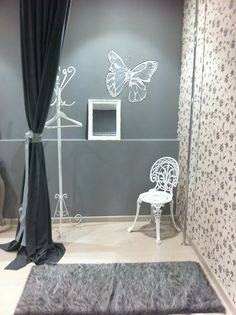 Mititique boutique fashion boutique interior with modern for Probadores de ropa interior
