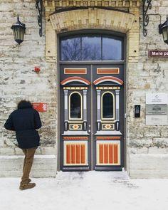 Entrance Doors, Doorway, Front Doors, Painted Doors, Wood Doors, Knobs And Knockers, Door Gate, Unique Doors, Beautiful Buildings