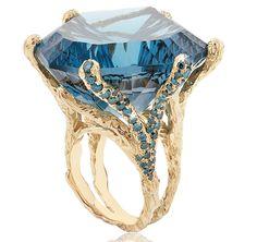Natalie Dissel's 116 carat Blue Velvet cocktail ring #JCKLasVegas #NatalieDissel #yellowgold #bluetopaz #bluediamonds