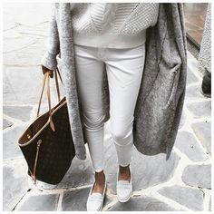 Louis Vuitton Neverfull and white pants